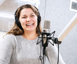 "Lara Moll '21 M.A. is a producer for the podcasts ""Sermon Brainwave"" and ""I Love to Tell the Story: Narrative Lectionary"